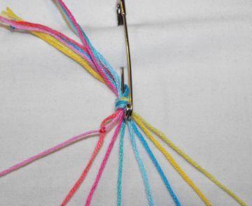 Завязываем две нитки в узелок фото