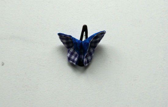 Прикрепляем готовую бабочку к заколке для волос фото