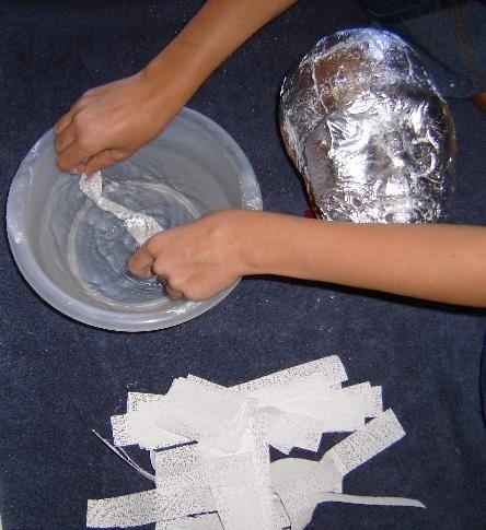Наносим бумагу на форму для маски фото