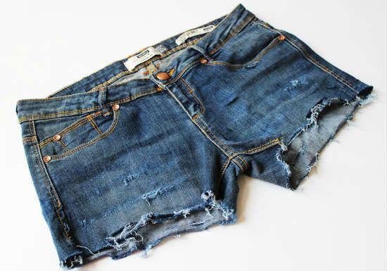 Готовые шорты из джинс с рваными краями фото