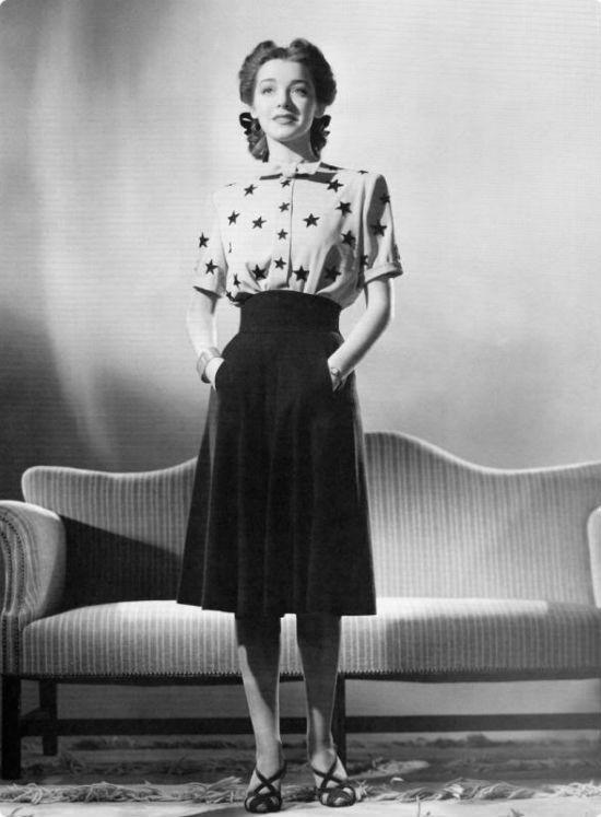 Девушка в одежде в стиле винтаж фото