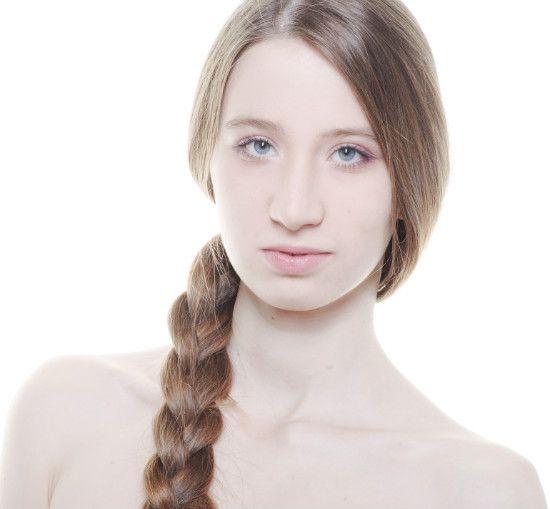 Девушка с русской косой фото