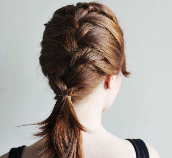 Девушка с французской косой фото