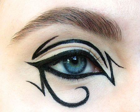 Фотография креативных стрелок для глаз