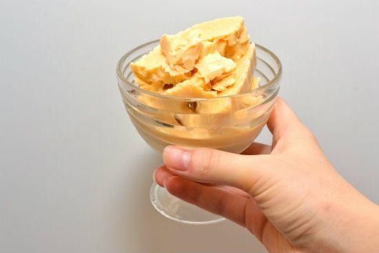 Готовое карамельное мороженое фото