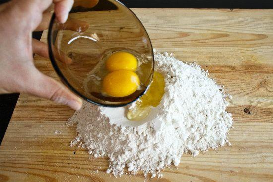 Добавляем яйца фото