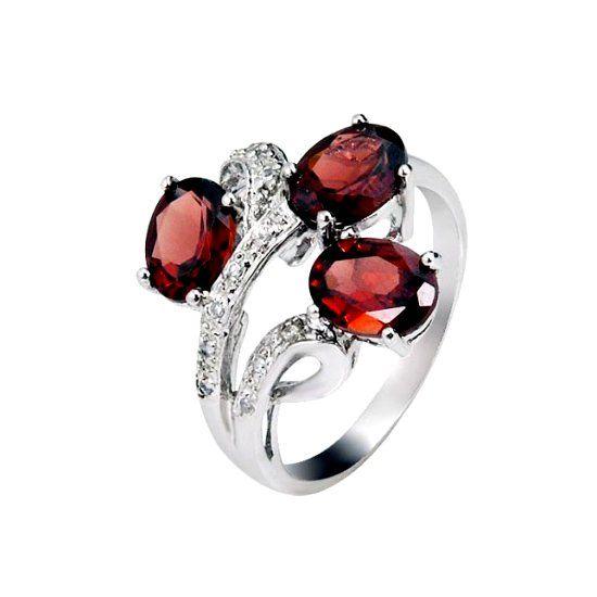 Кольцо с камнями гранат фото