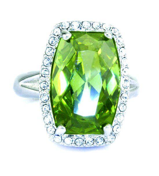 Кольцо с камнем хризолит фото