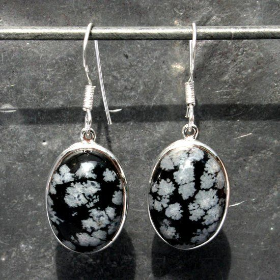 Серьги с камнем обсидиан фото