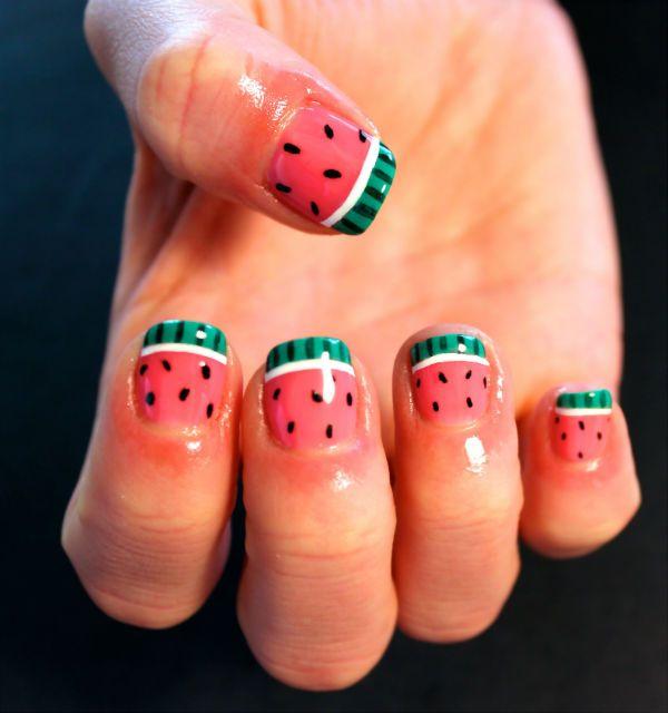 Арбуз на коротких ногтях фото