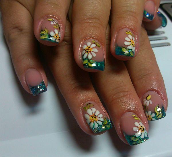 Ромашки на коротких ногтях фото