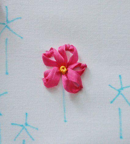 Вышитый цветок фото
