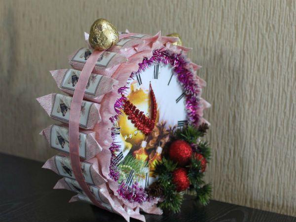 Часы из конфет фото
