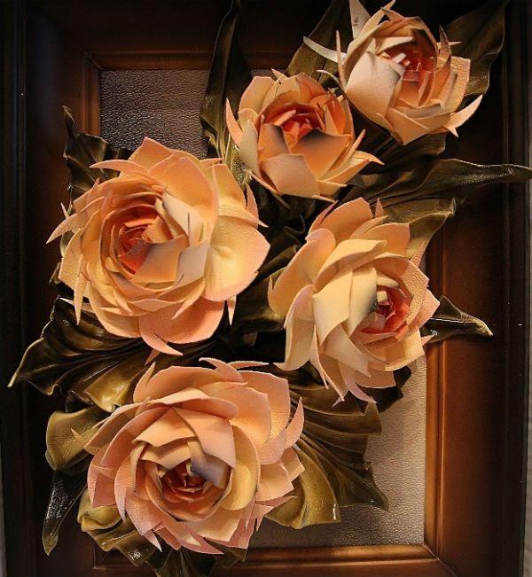 Картина с кожаными цветами фото