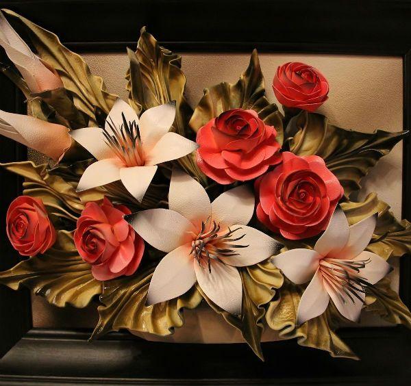 Картина, украшенная кожаными цветами фото