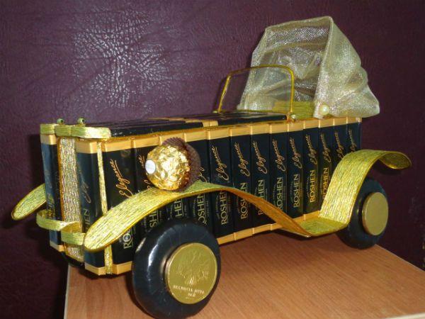 Машина из конфет фото