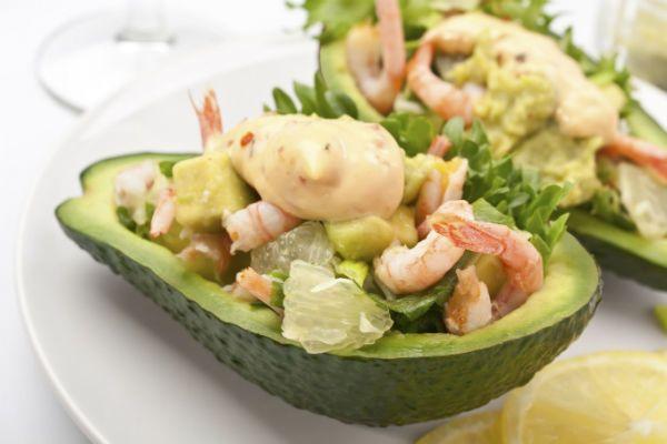 Оливье с креветками в авокадо фото