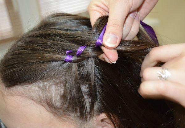 Вплетаем ленту в волосы фото
