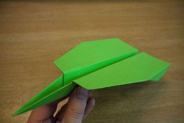 Быстрый и пикирующий самолет из бумаги фото