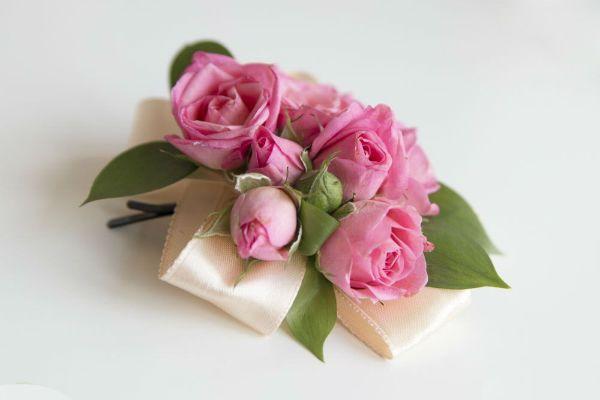 Готовая заколка с цветами фото