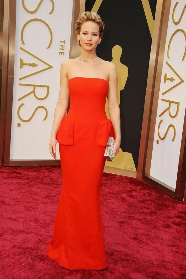 Красное платье для светловолосых девушек фото