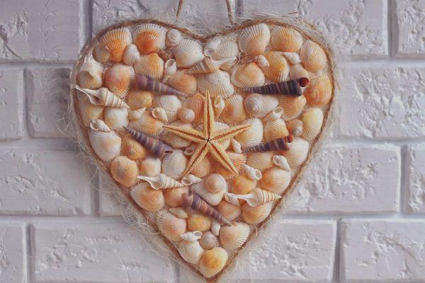 Романтическое сердце из ракушек фото