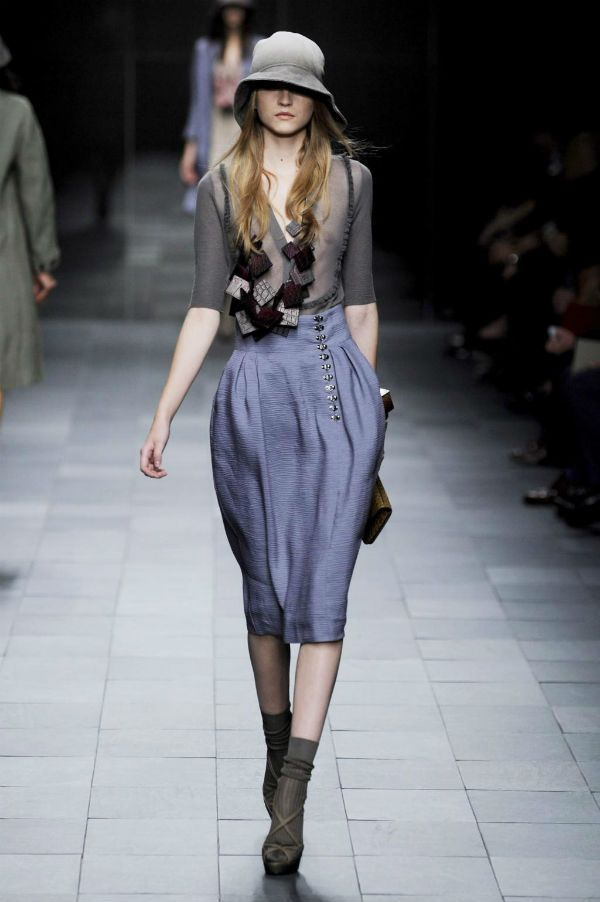 Серая юбка-тюльпан ниже колена фото