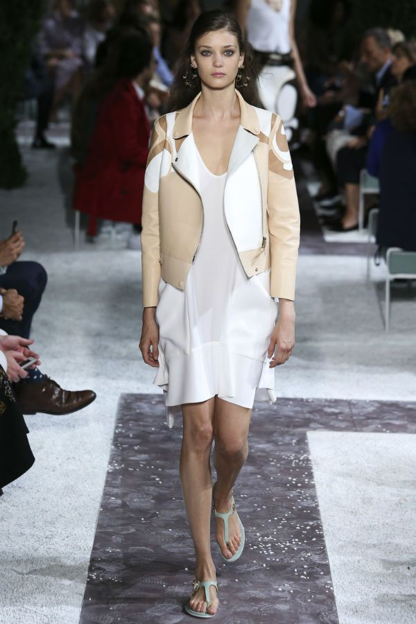 Женская куртка белая фото