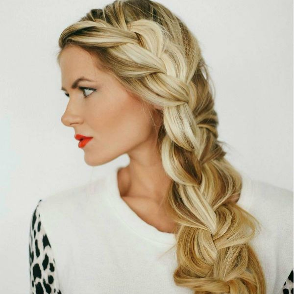 Объемная коса набок фото