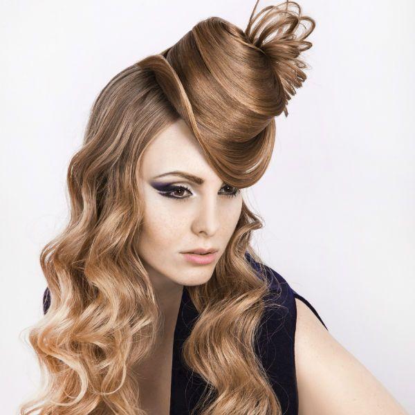 Креативная прическа на длинных волосах фото