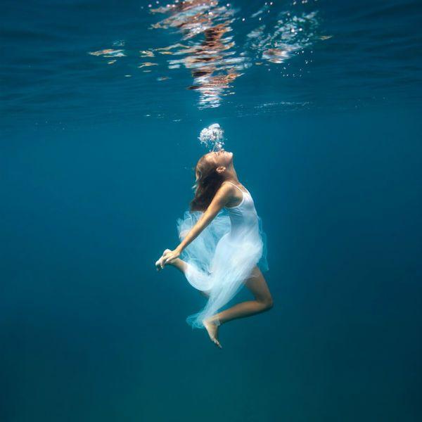 Танец под водой фото