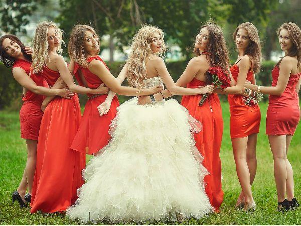 Позирование с подружками невесты фото