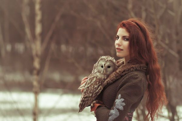 Сова и девушка фото