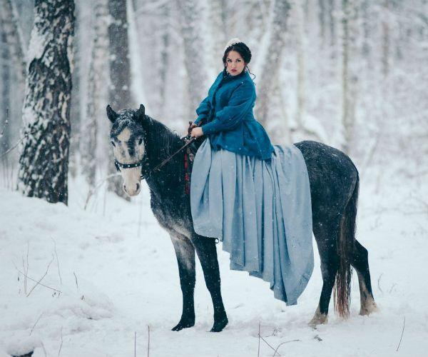 Невеста на лошади зимой фото