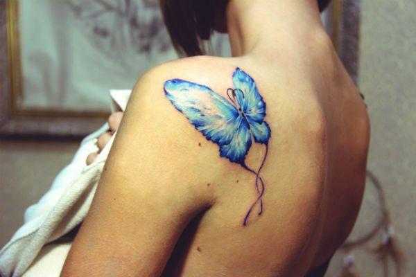Бабочка на плече фото