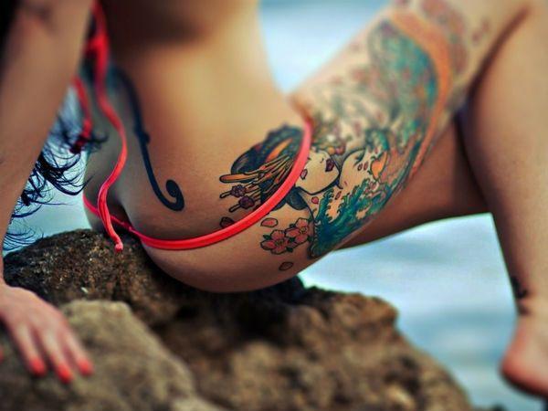 Татуировка на бедре фото