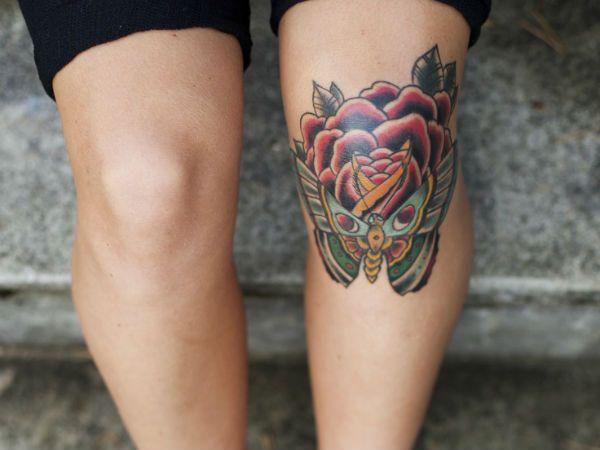 Тату розы на колене фото