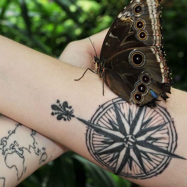 Татуировка роза ветров фото
