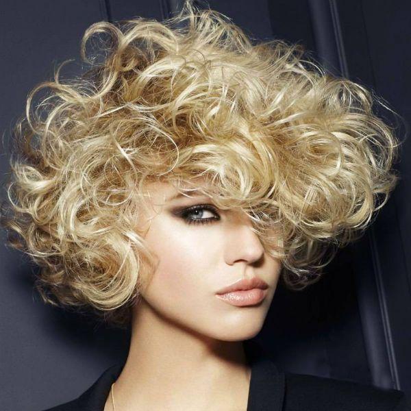 Стрижки средней длины на вьющиеся волосы 2 фото