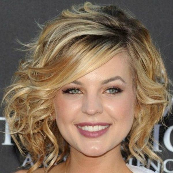 Стрижки средней длины на вьющиеся волосы фото