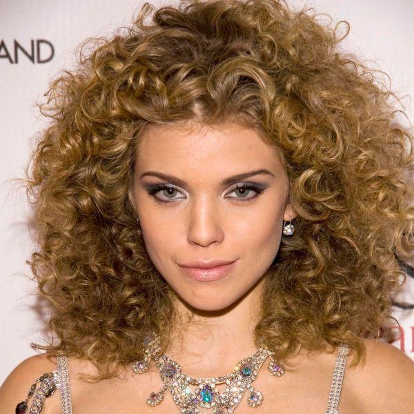 Стрижки средней длины на вьющиеся волосы 3 фото