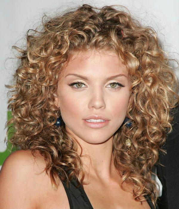 Волнистые волосы средней длины фото