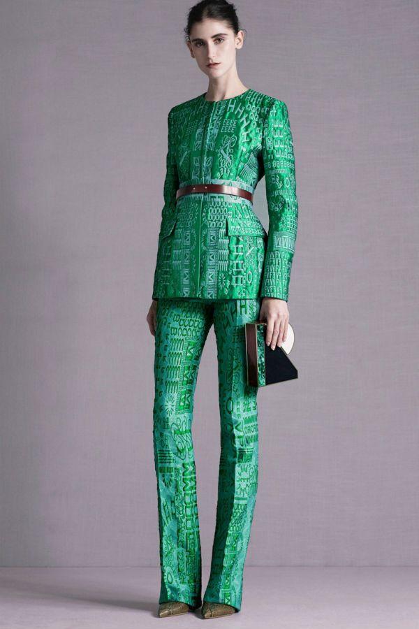 Зеленый костюм фото