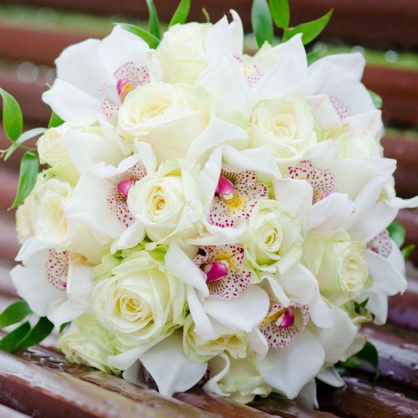 Букет из роз и орхидей фото