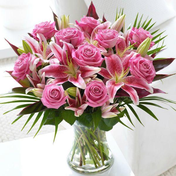 Букет из роз и лилий фото