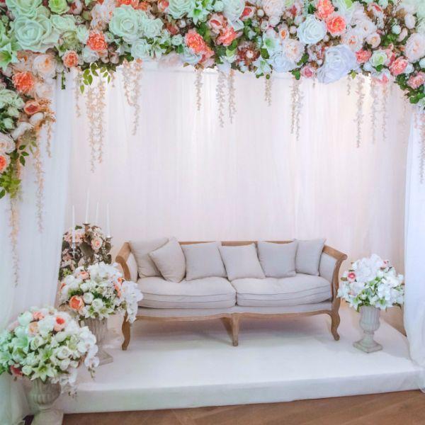 Свадебная фотозона с диваном фото