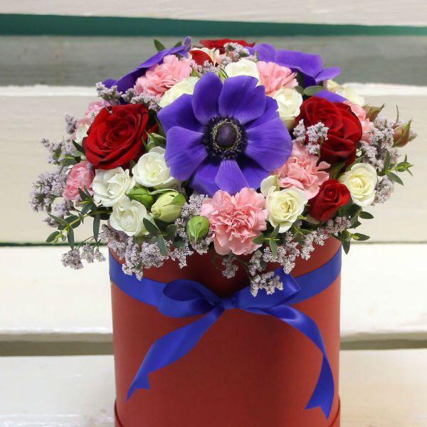 Креативная композиция из живых цветов 2 фото