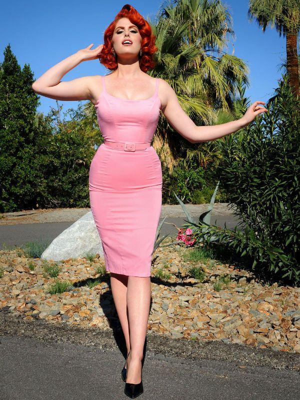Девушка в розовом фото
