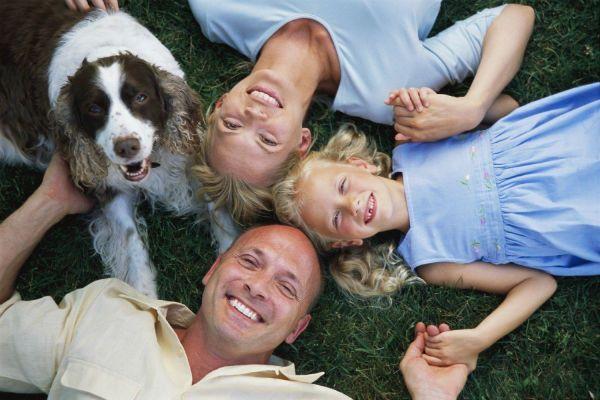 Семья и питомец фото
