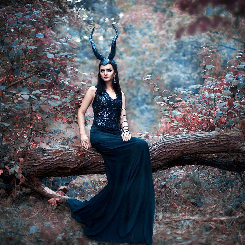 Фотозона в стиле фентези в лесу фото